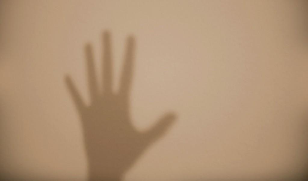 さようなら 意味 去っていく人が見えなくなってもまだ手を振りつづけるのが日本人の美学