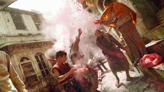 インドやネパールのヒンドゥー教の春祭り ホーリー祭(Holi)2