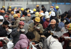 より安価な労働力を求める資本主義の構図